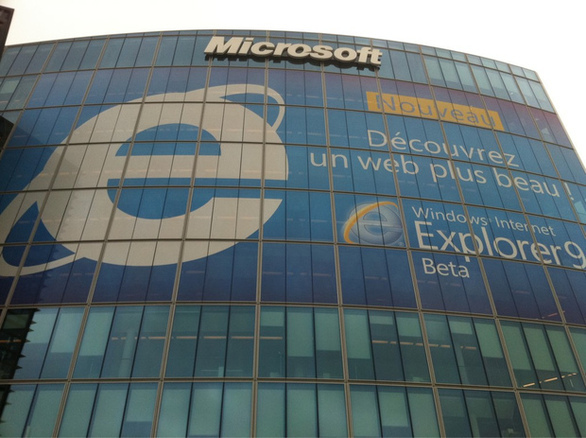 Windows Phone 7 International Preview at WMaker : )